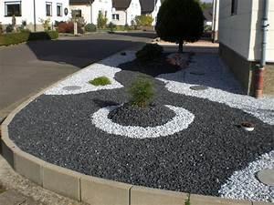 cailloux deco jardin deco jardin galet maison email With idee amenagement exterieur maison 8 comment mettre en place une allee de gravillons dans son