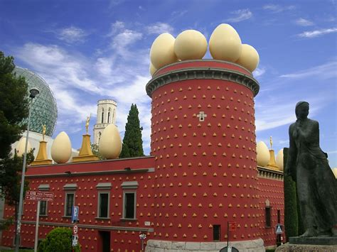Sunshine and Surrealism: The Dalí Museum, Figueres - Into