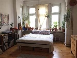 Zimmerpflanzen Für Schlafzimmer : ger umiges schlafzimmer mit einem doppelbett ~ A.2002-acura-tl-radio.info Haus und Dekorationen