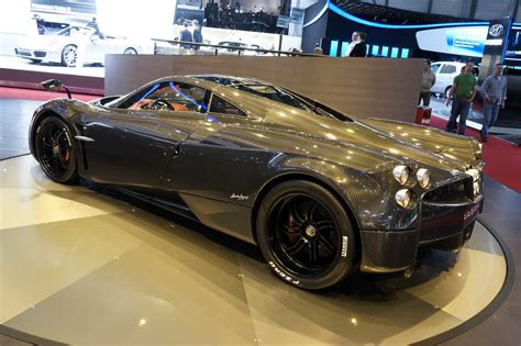 pagani huayra carbon edition new pagani huayra carbon edition dazzles the crowds at the