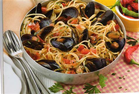 oignon blanc cuisine spaghetti avec des moules à la tarantine cuisine