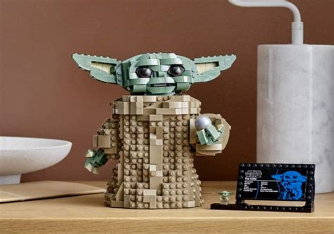 Build Your Own LEGO Baby Yoda From 'Star Wars: The ...