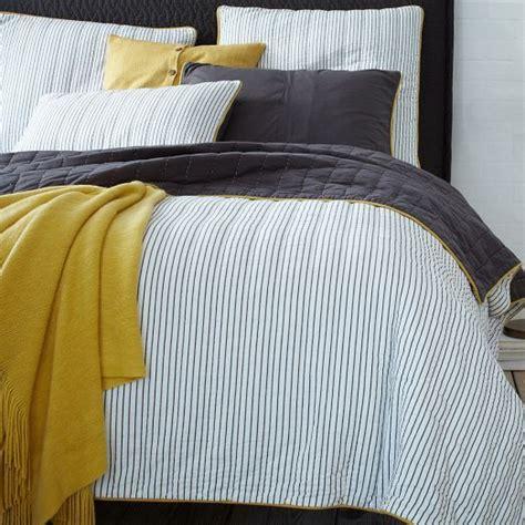 printed bedding sets  refresh  bedroom digsdigs