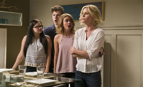 tv series like modern family modern family season nine ep believes the abc series will continue canceled tv shows tv