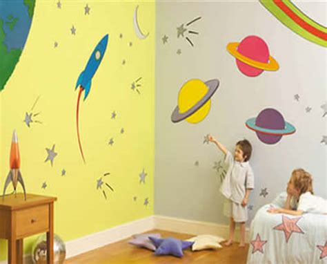 decorate  space themed bedroom   kid