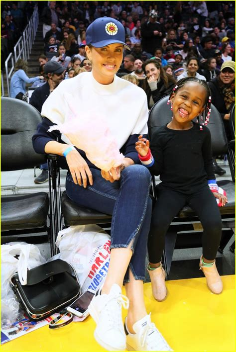 charlize theron takes  kids  harlem globetrotters game photo  august theron