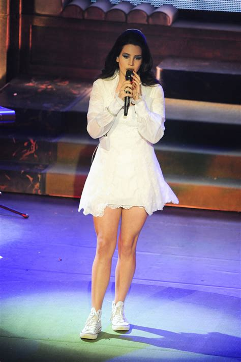 lana del rey performs  lolympia sawfirst