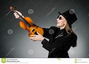 La Femme Jouant Le Violon Classique Dans La Musique Photo stock Image: 63420127