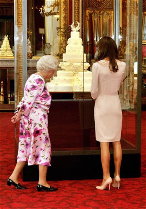 la chambre de la reine la reine elizabeth et la duchesse de cambridge visitent l