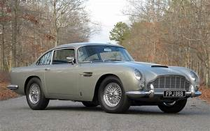 Aston Martin Db 5 : gold plated aston martin db5 model heads to auction motor trend ~ Medecine-chirurgie-esthetiques.com Avis de Voitures