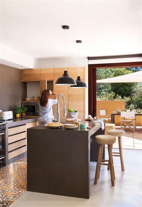 anade una barra  taburetes en  decoracion de cocina decoracion de cocina moderna