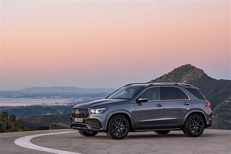 It has touch pads for easy control of all systems. 2020 Mercedes-AMG GLE 53 Review - autoevolution