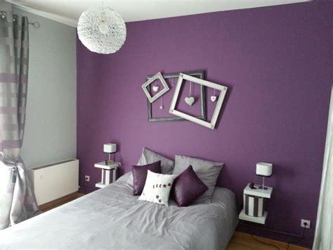 chambre violet décoration de chambre avec couleur prune déco