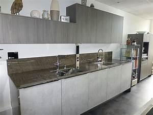 Küche In Betonoptik : rational musterk che moderne k che in beton holzoptik mit ~ Michelbontemps.com Haus und Dekorationen