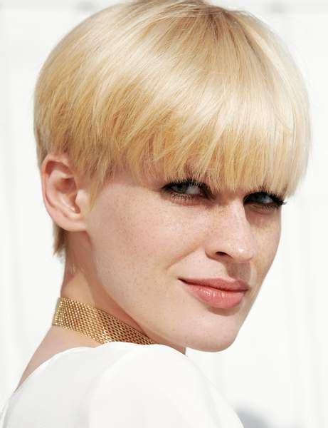 coupe courte femme  oser  modele de coiffure