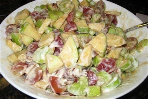 membuat salad buah  enak