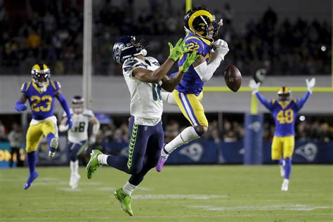 rams stay  playoff hunt  seahawks  game streak