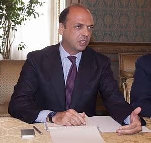 Vicepresidente Consiglio Dei Ministri by Triplice Omicidio Il Ministro Alfano A Bari Bari