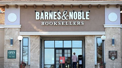 barnes and noble buffalo ny wgrz barnes noble reduces staff after a weak