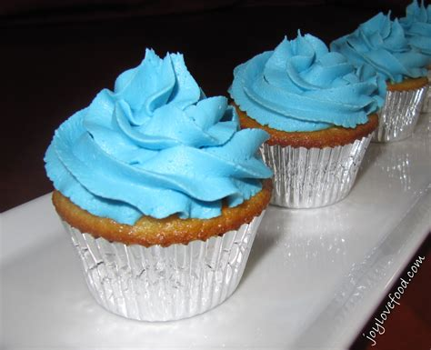 cuisine cupcake vanilla cupcakes with buttercream frosting food