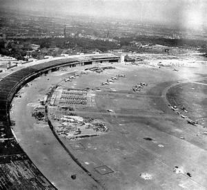 Aeroport De Berlin : 1945 allemagne berlin vue a rienne de l 39 a roport de tempelhof apr s la chute de la capitale ~ Medecine-chirurgie-esthetiques.com Avis de Voitures