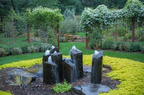 beautiful home gardens  fountains   inspired  decohoms