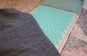 soulager son dos avec le tapis d39acupression quotchamp de With tapis champ de fleurs avec canapé assise bultex