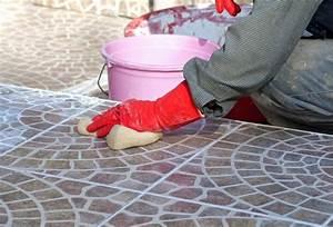 Zementschleier Entfernen Betonpflaster : fliesen und feinsteinzeugboden richtig reinigen ist nicht schwer ~ Frokenaadalensverden.com Haus und Dekorationen