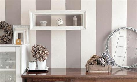 Per arredare la vostra casa con gusto e originalità usate quello che trovate in casa per trasformarlo in un simpatico vaso da riempire di fiori. Arredare la casa con i fiori - Gazette du Bonton: la rivista online per tutte le donne del web