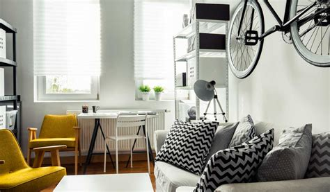 bachelor pad makeover tips    guests
