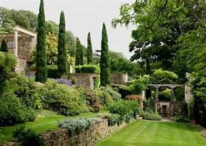 jardin en pente moderne idees et conseils en 25 photos With good amenagement de jardin avec piscine 5 photo maison provencale pierre