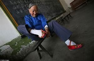 Shocking Pictures Of China39s Bound Feet Women Village