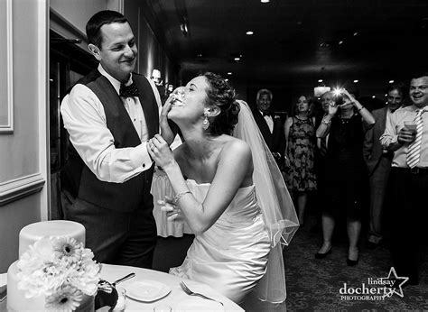 sweetheart bridal sinking spring reading wedding photographer stokesay castle becca
