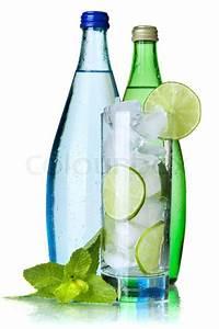 Kalk Von Glas Entfernen : glas wasser mit kalk und eis zwei flaschen mit mineralwasser auf wei em hintergrund stock ~ Bigdaddyawards.com Haus und Dekorationen