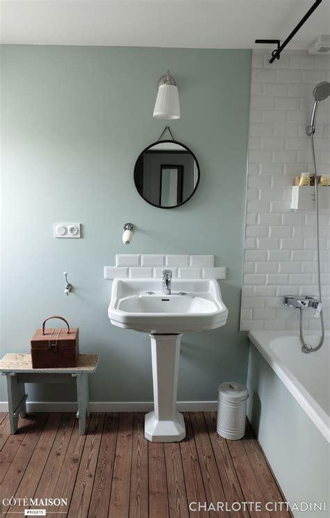 vasque de salle de bain avec motif peinture porcelaine carrelage salle de bain