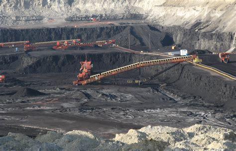 File:Surface coal mine detail, Gillette, Wyoming.jpg ...