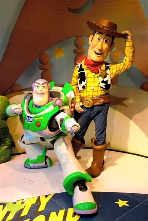 unofficial disney character hunting guide disneys