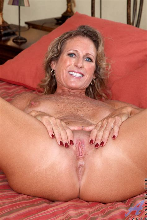 Horny Milf With Gorgeous Big Boobs And Sexy Freckles All