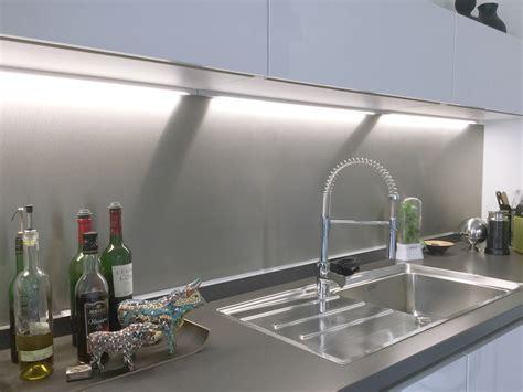 cuisine credence inox choisir le métal adapté pour une crédence de cuisine