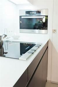 Echtholz Arbeitsplatte Küche : moderne leicht k che mit glas arbeitsplatte und theke ~ Michelbontemps.com Haus und Dekorationen