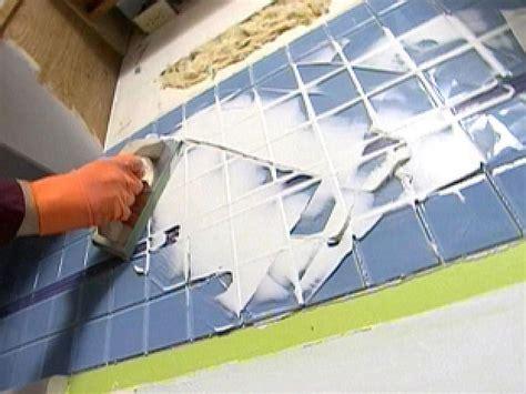 Installing A Glass Tile Backsplash In A Kitchen
