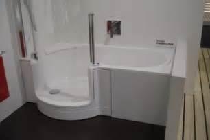 bad offene dusche und badewanne kleines badezimmer planen