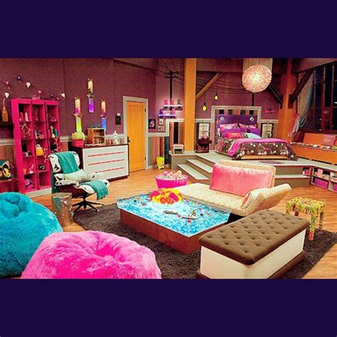 pretty   hannah montanas room girls rooms