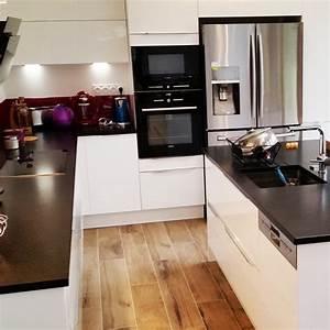 modele de cuisine blanc brillant granit noir cuisine With modele cuisine noir et blanc