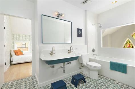 salle de bain bleu canard un loft somptueux dans une ancienne 233 glise visite d 233 co