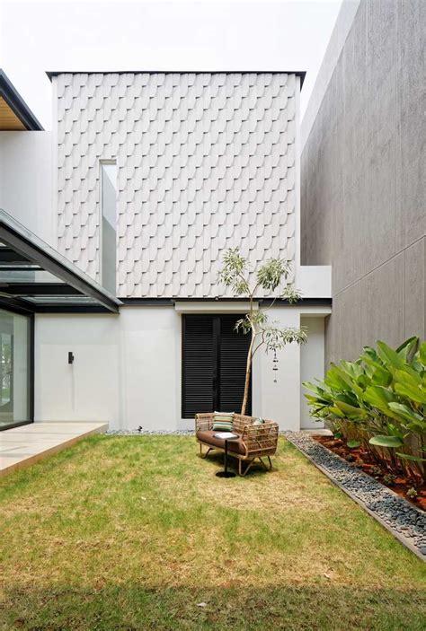 photo courtyard rs house  desain arsitek oleh axialstudio