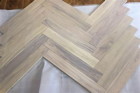 3?x 3/4' grey white oak herringbone hardwood flooring