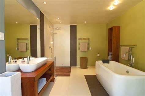 kleine badkamer hout houten badkamermeubel tips en inspiratie