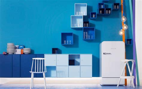 wohnen mit farben weiss laesst blau strahlen bild