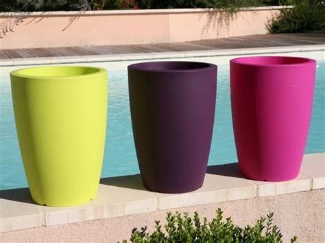 pots de fleurs et bacs ronds designs en r 233 sine plastique am 233 nagement d 233 coration par 123jardin fr